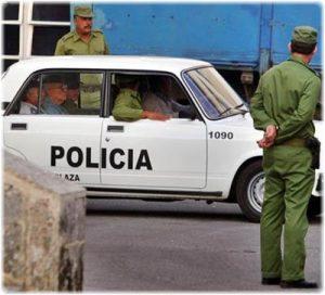 policias-cubanos-detienen-a-opositores